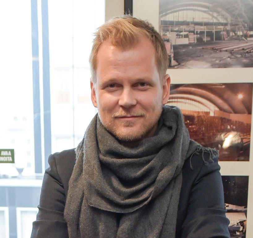 Antti Luusuaniemi näyttelee sydänkirurgi Max Hanssonia, jolla riittää vientiä naisrintamalla. Max on kaatanut sänkyynsä Leena Pöystin esittämän Johannan ja viihtyi kolmannen tuotantokauden jaksoissa läheisissä tunnelmissa Iina Kuustosen esittämän Iiriksen kanssa.