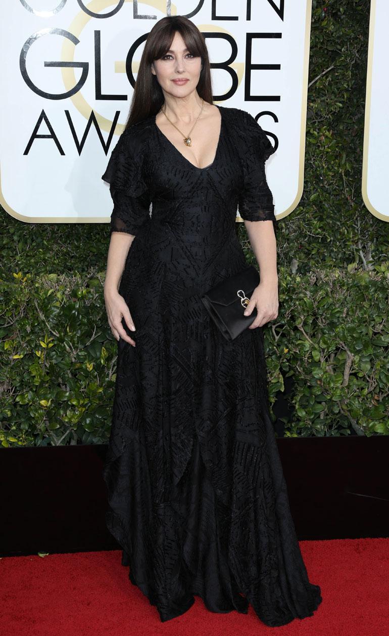 Italialaisen näyttelijän Monica Belluccin, 52, tyyli Ralph Laurenin juhlapuvussa oli turhan synkkä.