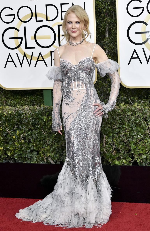 Näyttelijä Nicole Kidman, 49, ei jäänyt seinäruusuksi Alexander McQueenin juhlapuvussa.