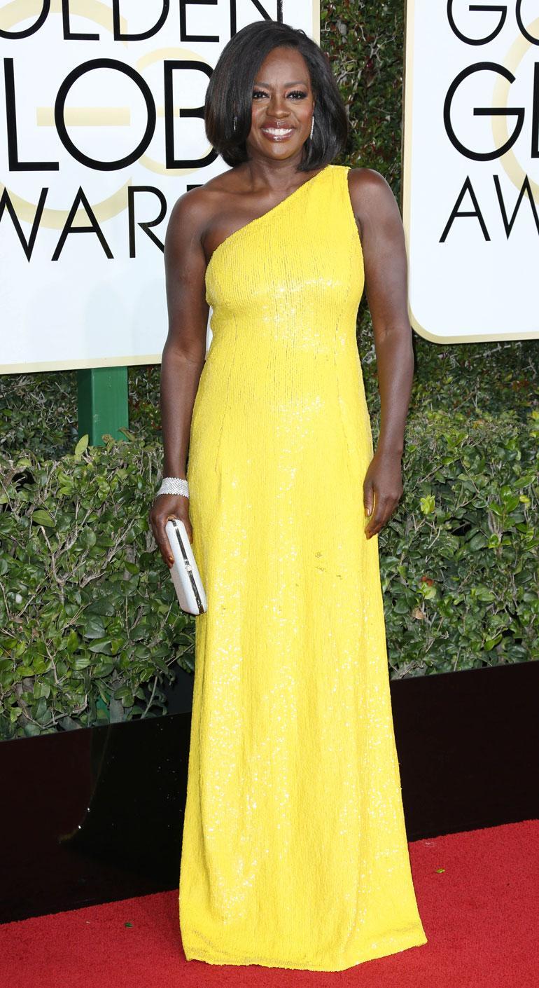 Parhaan naissivuosan Fences-elokuvasta voittanut näyttelijä Viola Davis, 51, suosi kevään muotiväriä keltaista Michael Korsin juhlapuvussa.