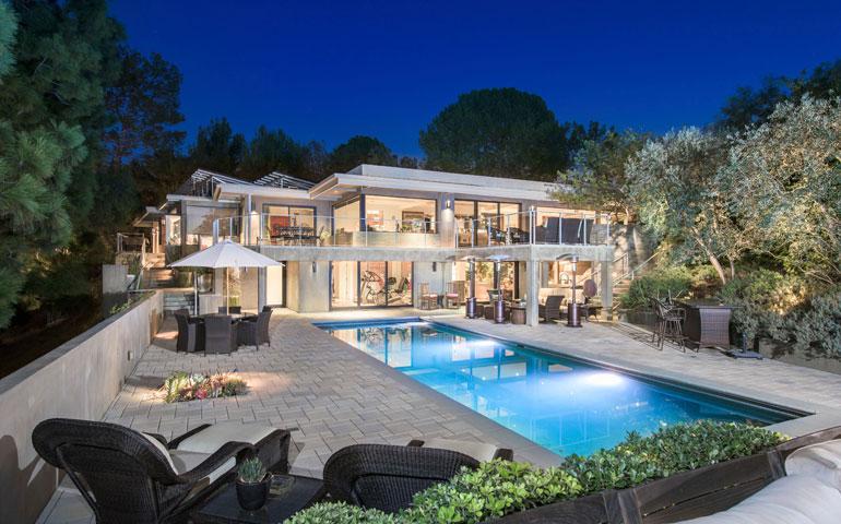 Jane Fonda ja Richard Perry maksoivat talostaan seitsemän miljoonaa euroa.