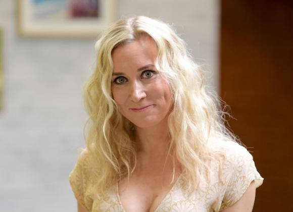Salkkareiden Camilla eli Nora Rinne paljasti tuhman puolensa: Herkempää hirvittää! | Seiska