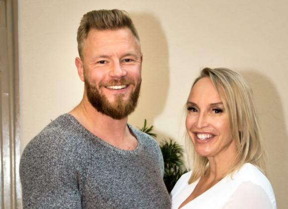 Jutta Gustafsberg ja Juha Rouvinen menivät kihloihin – kuva sormuksesta! | Seiska