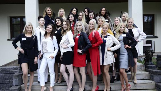 Miss Suomi -semifinalistit ryhmäkuvassa