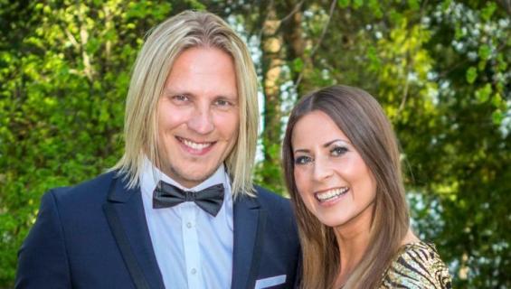 Sami Kuronen ja Mirkka Torikka poseeraavat Seiskalle