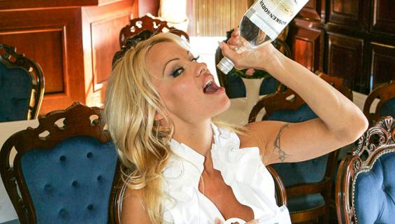 Pamela Anderson Suomessa