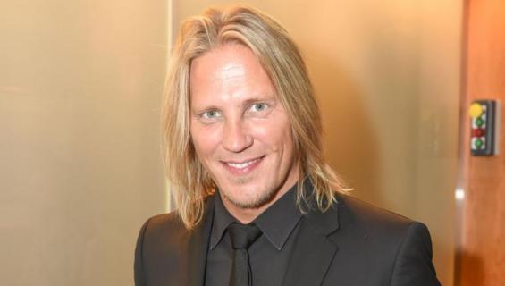 Sami Kuronen hymyilee kameralle.