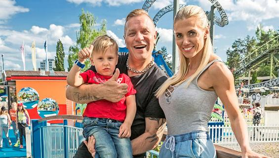 Tauski ja perhe Särkänniemessä