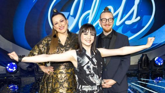 Idols-voittaja Anniina Timonen sekä tuomari Jurek Reunamäki ja Erin Anttila.