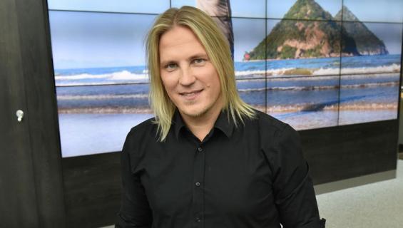 Sami Kuronen julkaisi hulvattoman lapsuuskuvan.
