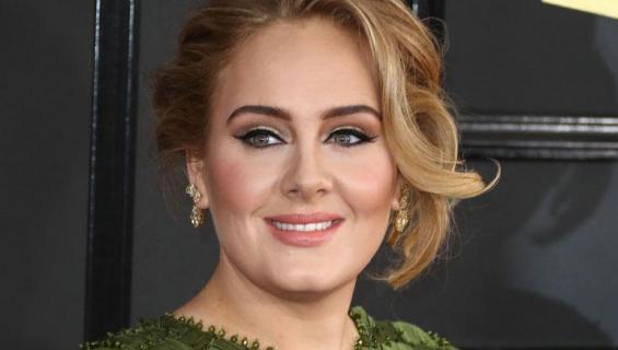 Adele esiintyy kuninkaallisissa häissä?