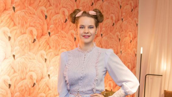 Ina Mikkola oli pornoelokuvan kuvauksissa.