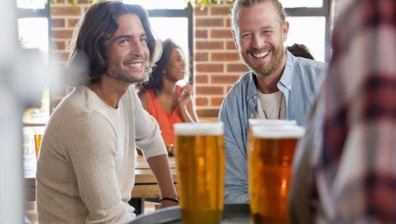 Alkoholi voi tehdä aggressiiviseksi.