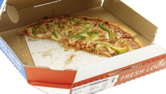 Häirikkö ostaa paljon pizzaa.