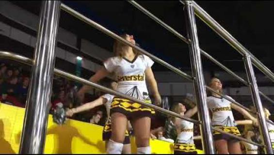 Nämä cheerleaderit loksauttavat leuat – ovatko nämä teollisuuskaupungin KHL-enkelit jopa Jokerien megahottiksia kuumempia? Kuumat kuvat ja video!