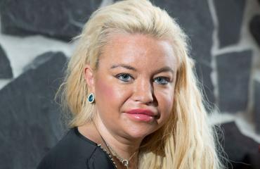 Johanna Tukiainen poseera Seiskalle
