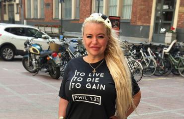 Johanna Tukiainen poseeraa Seiskalle