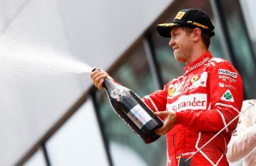 Sebastian Vettel piipahti Palokan Prismassa.