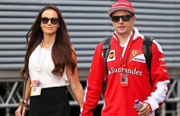 Kimi ja Minttu Räikkönen herättivät huomiota Helsingin edustalla.