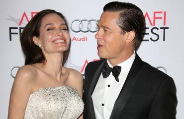 Angelina Jolie ja Brad Pitt punaisella matolla