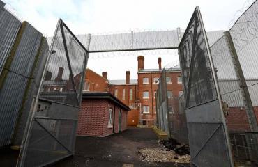 Vangit salakuljettivat puhelimia vankilaan.