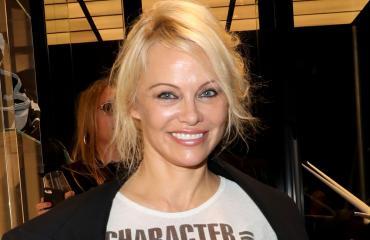 Pamela Anderson on kaunis vähälläkin meikillä.