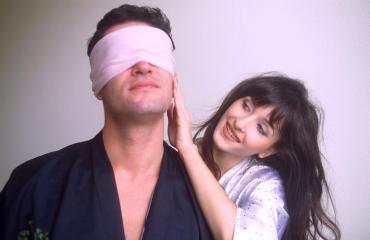 Seksi sokeutti miehen.