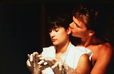 Ihminen ja aave rakastuivat myös Ghost-elokuvassa.