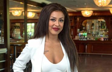 Cheyenne matkusti Dubaihin tapaamaan Taru Kalenovia.