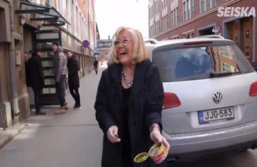Salkkarien Ulla Taalasmaa eli Maija-Liisa Peuhu kokkasi kunnon vappumenun: Näillä se krapula lähtee– video!