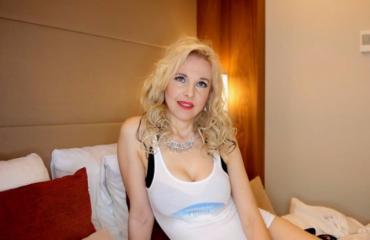 Äänestä suosikkiasi! Vaalea Kirsi on uhkea pakkaus - tässä on nainen aikuiseen makuun: katso video!