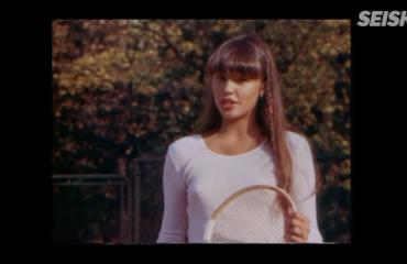 Tässä on Anu Saagimin erotiikkaa huokuva tv-debyytti - katso video! 18-vuotias Anu pelaa tennistä ilman rintaliivejä!