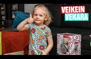 """Vuoden suloisin video? Valtakunnan Veikein vekara Otso, 3, sai 400 euron lelukuorman - """"Herranen aika!"""""""